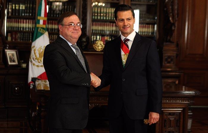 Embajador argentino en México Daniel Chuburu y presidente Enriqu